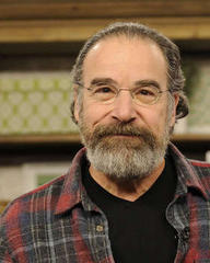 Mandy Patinkin hands out Homeland DVDs to poor pals