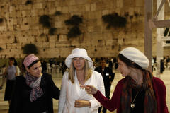 Barbra Streisand criticizes treatment of women by ultra-Orthodox Jews during Israel visit
